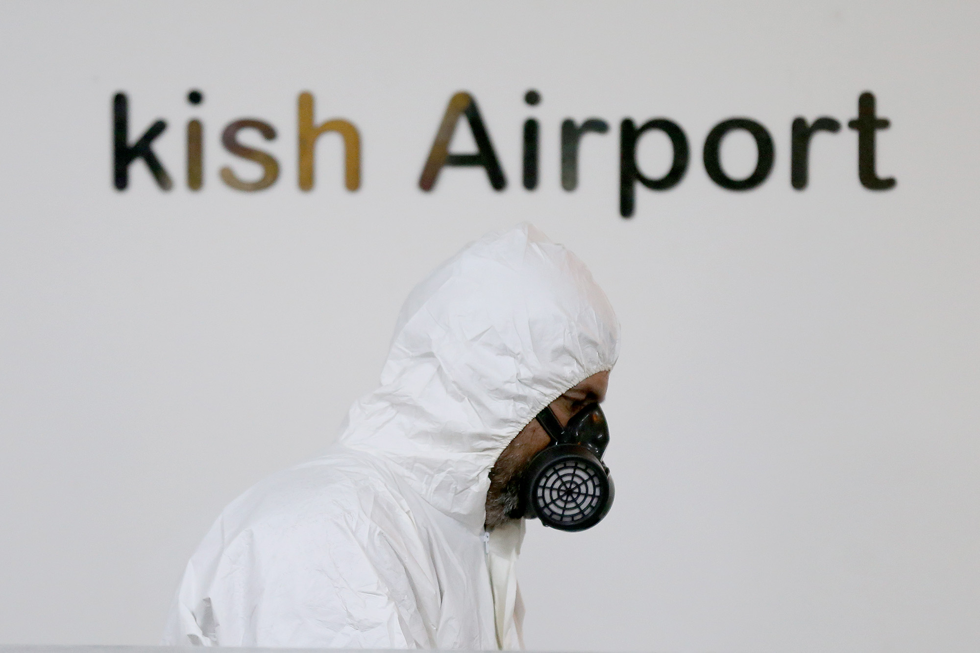 گزارش تصویری / ضد عفونی بندرگاه و فرودگاه جزیره کیش