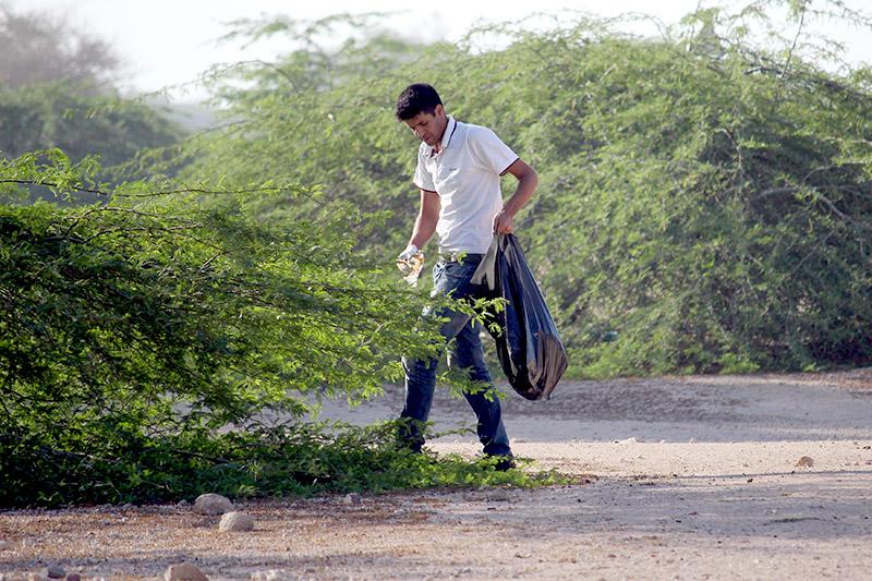 پاکسازی زباله های روستای باغو توسط جمعی از کیشوندان دوستدار محیط زیست SZjtL